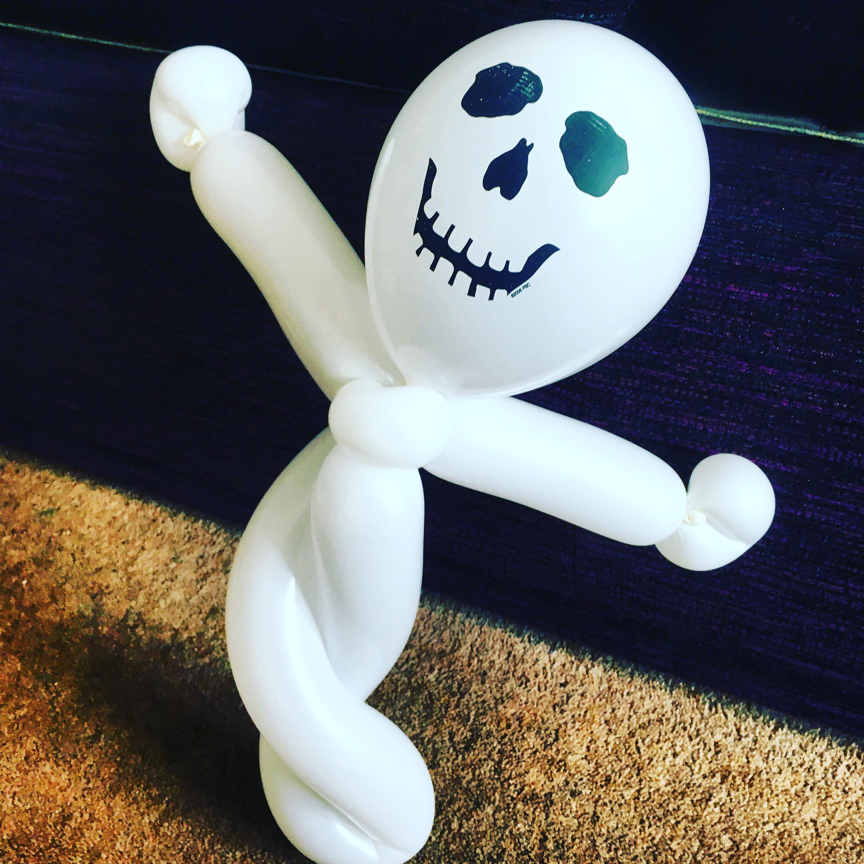 Spooky ghost balloon model