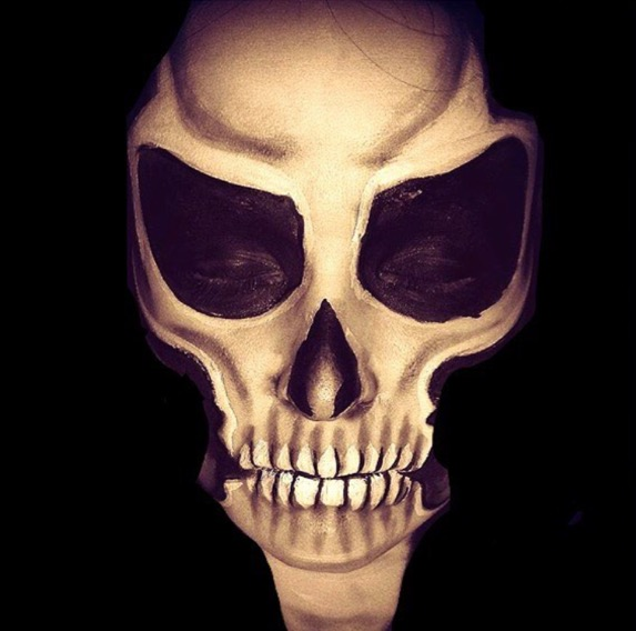 Creepy skull face paint
