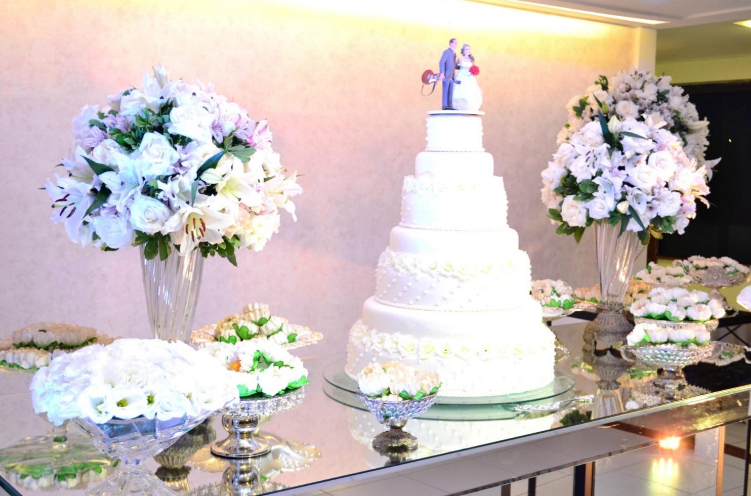 decor mesa do bolo branco