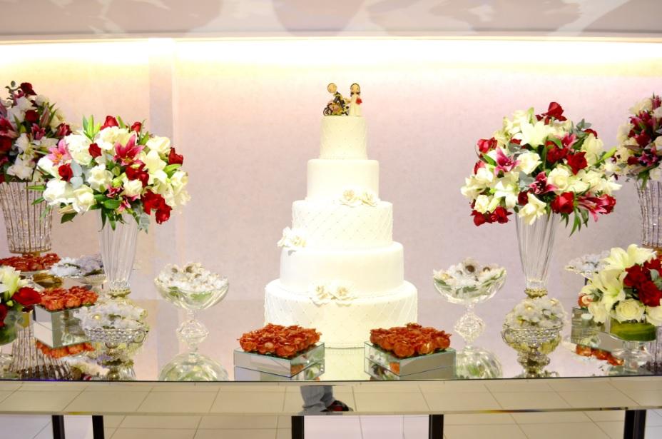 decor casamento vermelho e branco