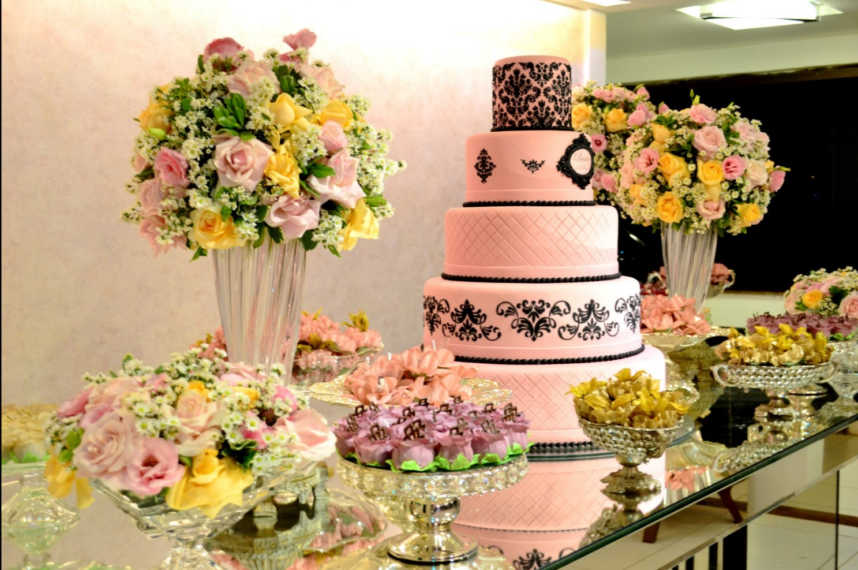 decoração amarelo e rosa