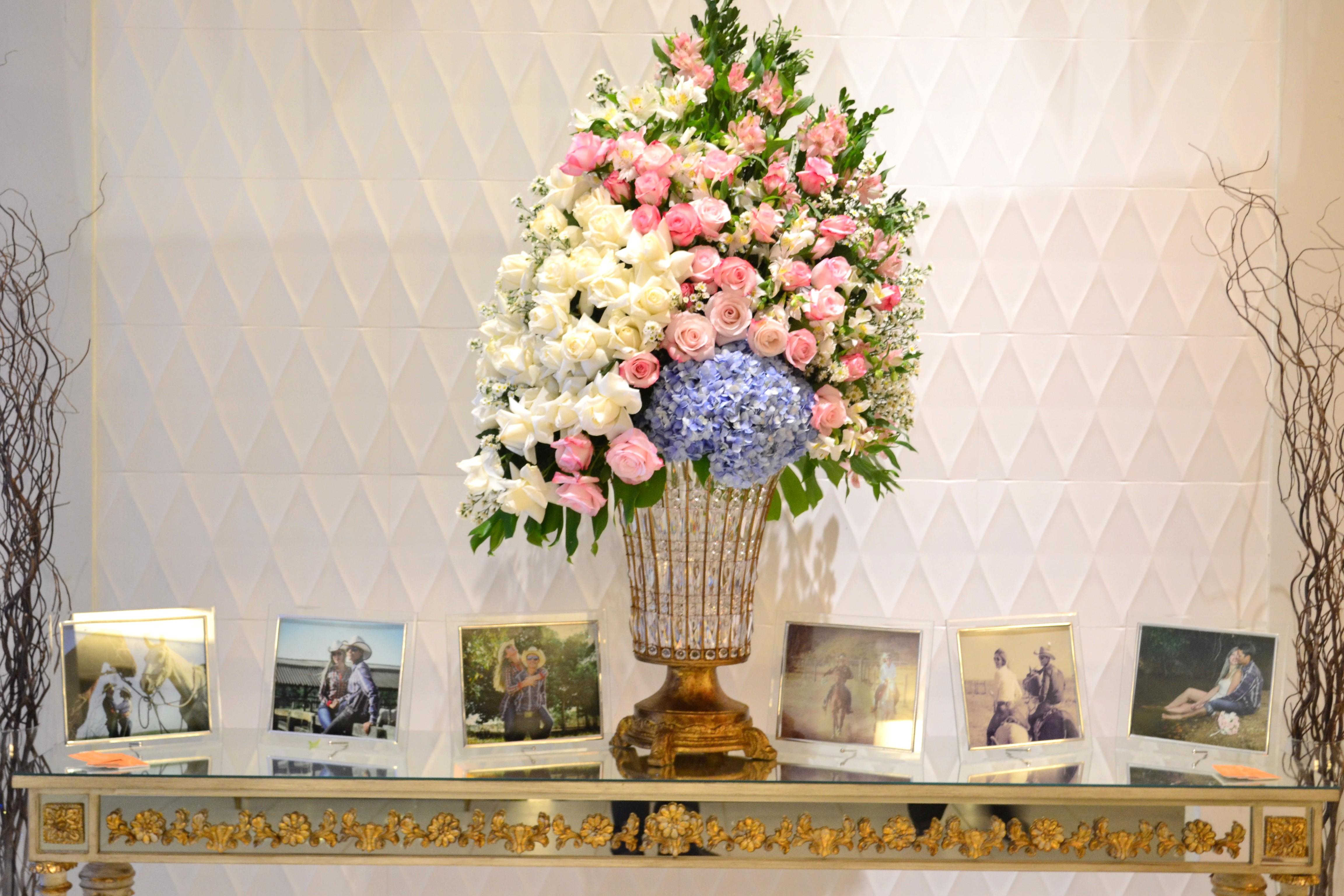 decor casamento branco e rosa e azul