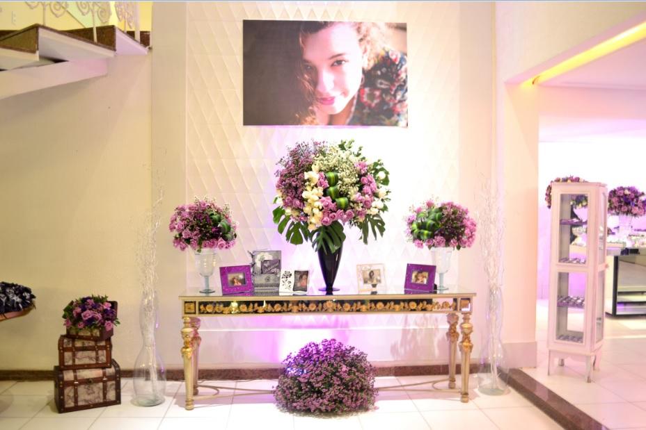mesa de impacto branco e lilas