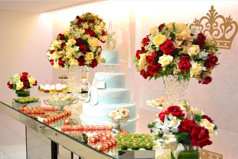 mesa do bolo vermelho e chá