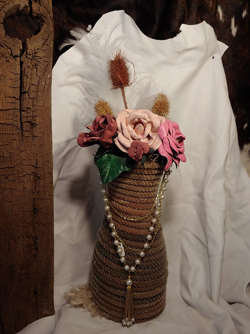 Rope vase with pearls