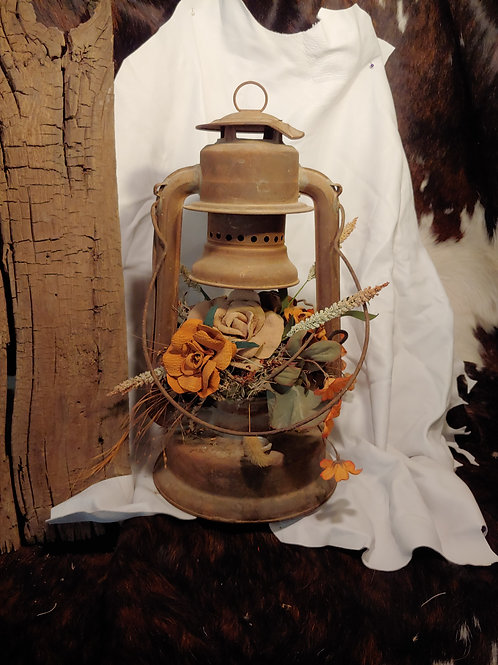 Antique lantern with soeted brownleather roses