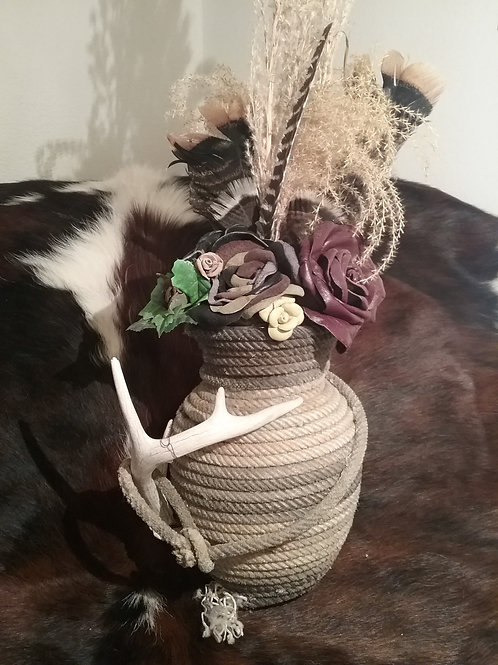 Rope vase with antler