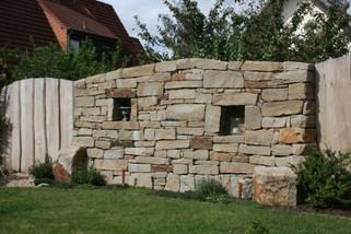 mediterrane-trockenmauer-mit-Eichenstülp