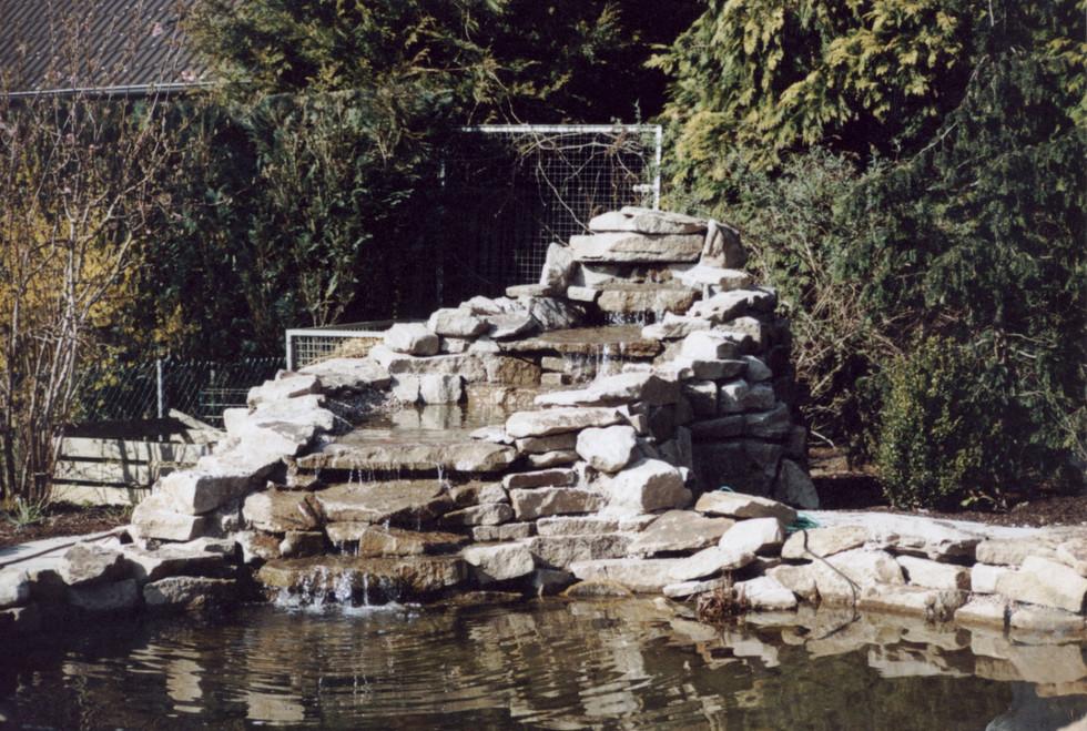 natursteinmauer-wasserquelle.jpg