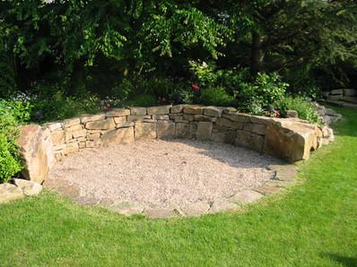 entspannungsplatz-aus-natursteinen.jpg