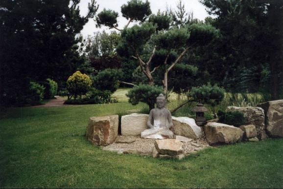 buddha-statue-garten.jpg