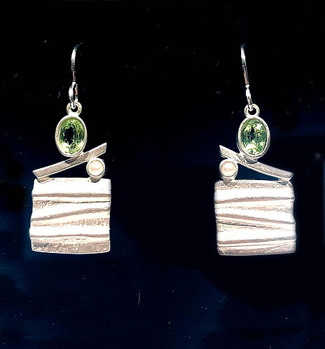 Earrings: Sq. Ridge Silver w/ Peridot, snake chain JF374
