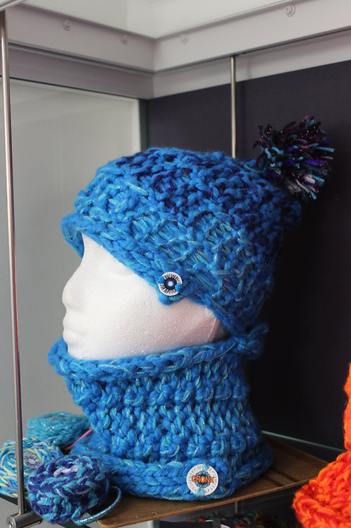 Beanie & Neck Warmer Set in turquoise blue blends