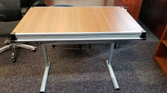 adjustable height and angle drawing and drafting table
