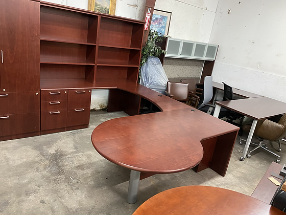 Steelcase executive U shaped desk with hutch