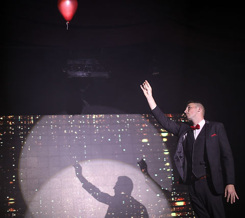 UK's top stage magician balloon trick
