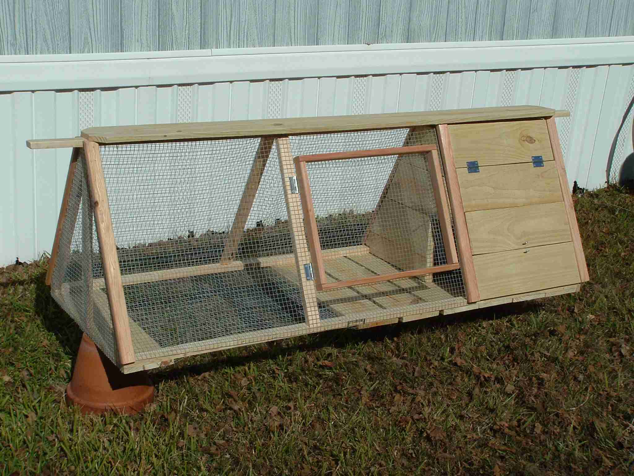 German Styler Rabbit Hutch (2)