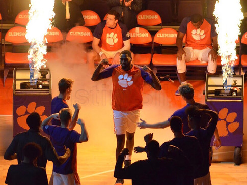 Thomas' Double-Double Leads Clemson to Dominant Victory