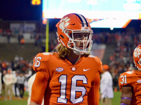 Writer Suggests Lawrence Should Sit Out Next Two Seasons at Clemson