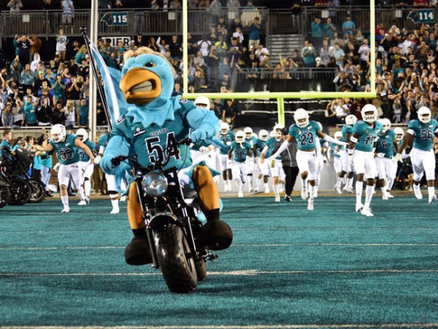 Coastal Football Adds 17 to Open Early Signing Period