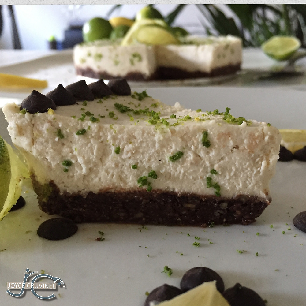 Lemon cheesecake with a pecan crunchy crust
