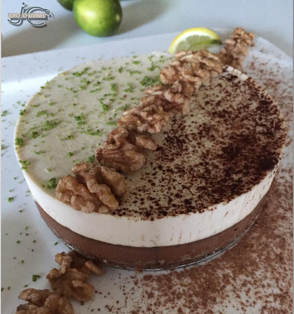 Cheesecake de Limão e Alfarroba com crosta de nozes