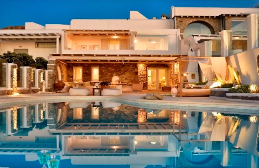 stay with us in Mykonos for a Helenika Travels detox retreat