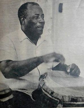 Don Rafa tocando