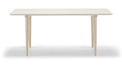 CH011 sofabordet er let og elegant