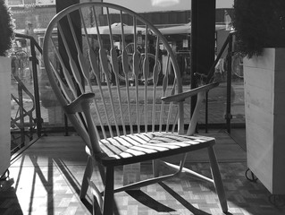 PP550 - PÅFUGLESTOLEN - et kunstværk lavet af dygtige møbelsnedkere