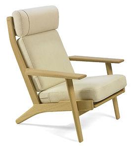 Getama model GE290A høj stol med lyst stof - tegnet af Hans J. Wegner