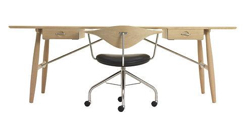 Skrivebord samt kontorstol i smuk forening