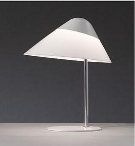 Opala midi bordlampen her med hvid top og fod
