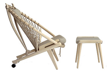 PP-Møbler model PP130 Cirkelstolen set fra siden med skammel - tegnet af Hans J. Wegner