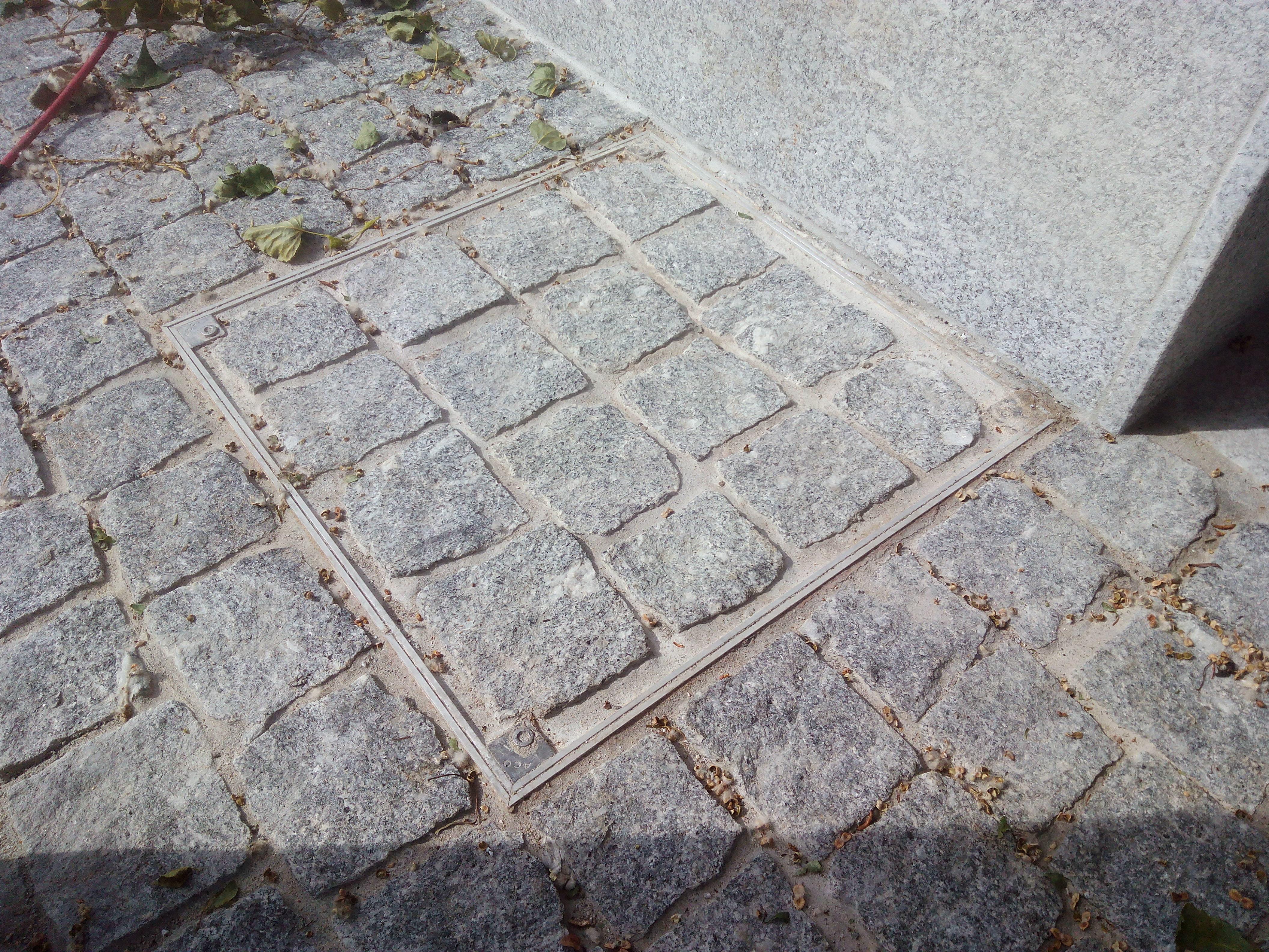 Trappe pour pavé granit