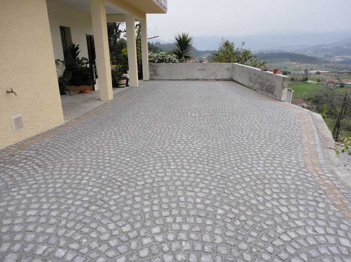 Paving in arch