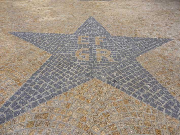 Granite sidewalk pattern