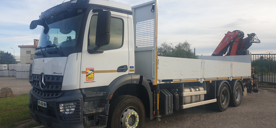 Camion plateau grue 10m x 2.7m