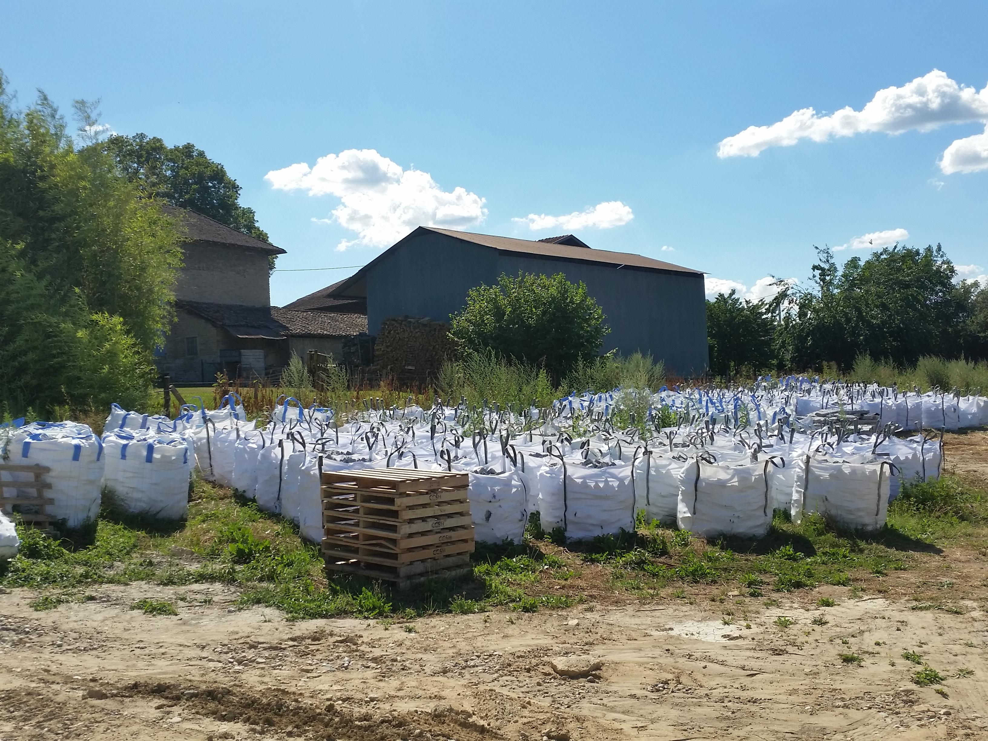 stockage des pavés sur le chantier
