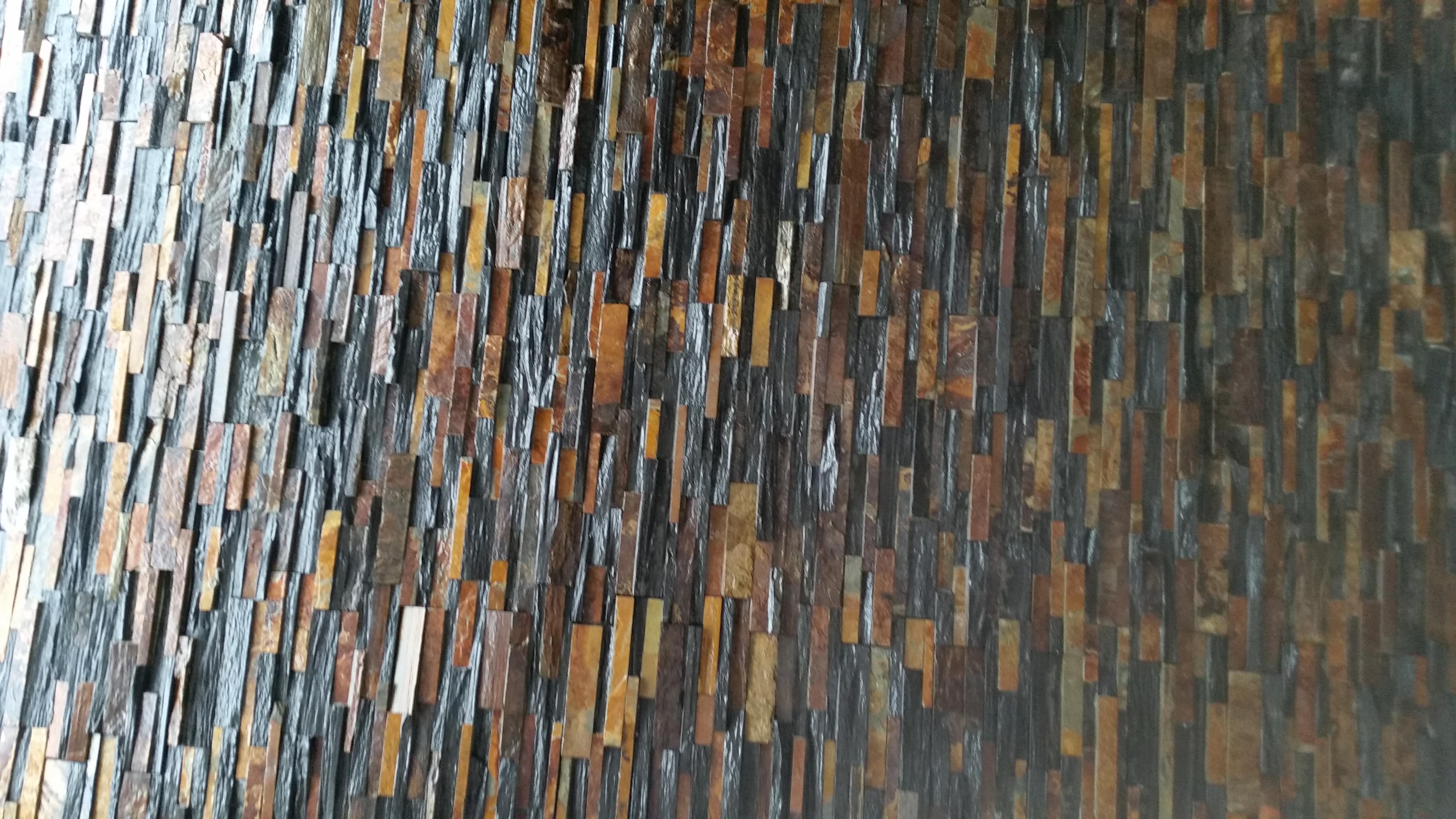Parede-interior-com-Xisto-Multicolor-e-ardósia-preta-Painel-mix-55x15x2-3-Ref.-54-7