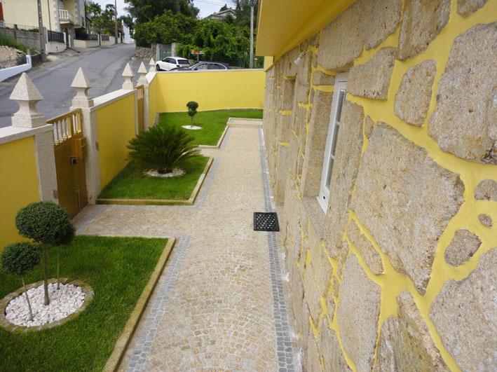 Entrance in yellow granite 5x5x5