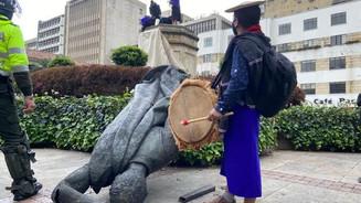 ¿Qué hacer con las estatuas y sus polémicos simbolismos en Bogotá?