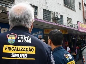 Fiscalização da Secretaria Municipal de Urbanismo de Porto Alegre (Smurb) alerta como proceder em ca