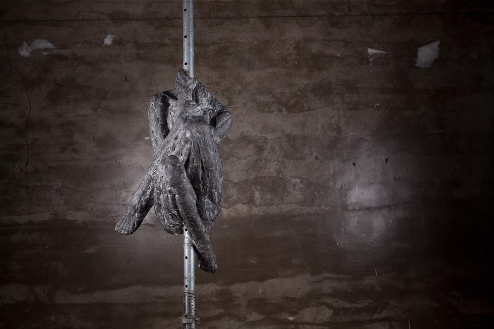 매달린사람1-1.가변설치.서포트기둥,FRP.2016.jpg