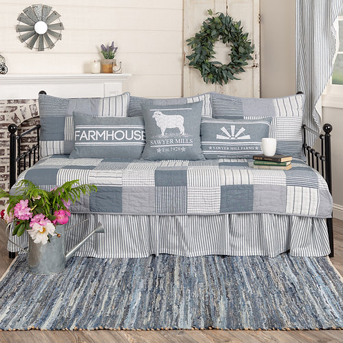 SAWYER MILL BLUE DAY BED SET