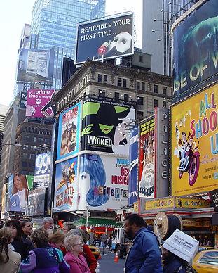 1600px-Broadway-Plakate.JPG