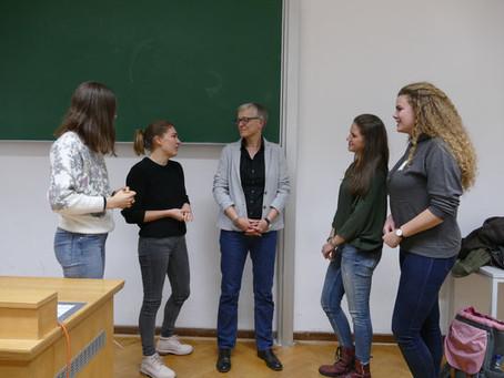 """Workshop, Diskussionen, Glühwein - Unser """"Get together mit KommunikOS und Prof. Dr. Röttger"""