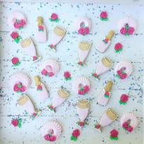 Mélange de biscuits, meringues et fleurs