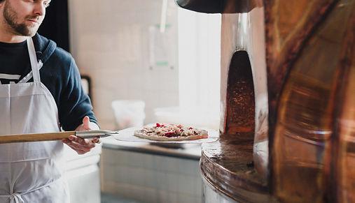 Vlad, Hopera, pizzeria Hopera, microbrasserie et pizzeria, pizza maison, four à pizza, pizza Saguenay, pizzeria Saguenay, pizzeria à Jonquière, pâte maison