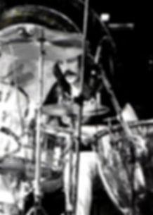 440px-John_Bonham_1975.jpg